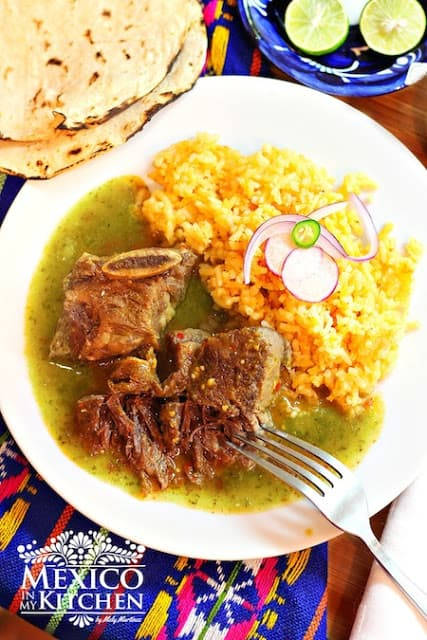 Braised Short Ribs in Tomatillo Sauce | Receta de Costillas de Res en Salsa Verde