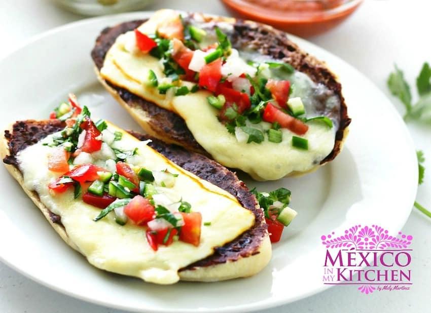 Mexican Molletes Recipe | Recetas de comida mexicana