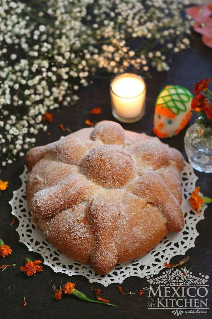 Pan de Muerto - Day of the dead Bread recipe - Easy step by step tutorial to make Day of the dead Bread, the Mexican Pan de Muerto.