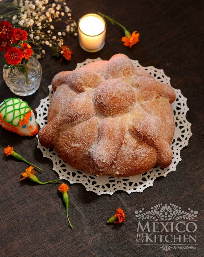 Pan de muerto - Day of the Dead Bread easy recipe tutorial. Mexican recipe.