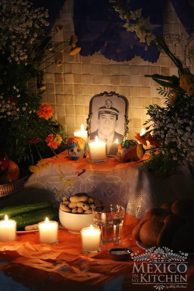pan de muertos - day of the dead bread. Step by step recipe tutorial to make Pan de Muertos.
