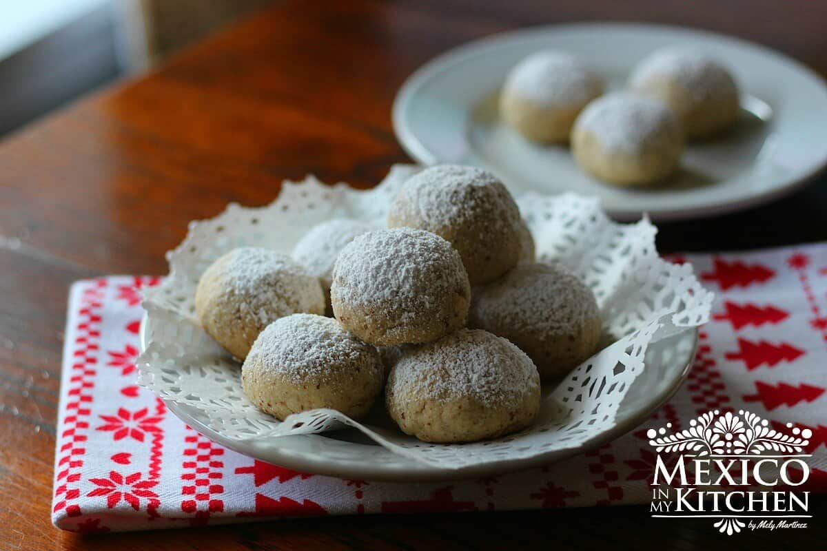 Mexican wedding cookies with nuts
