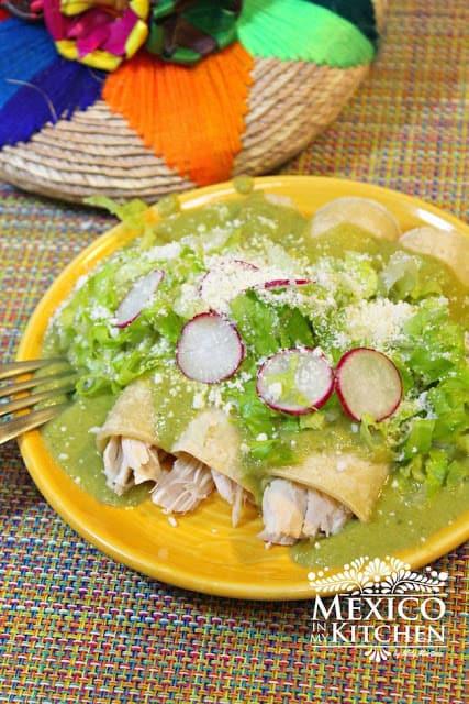 Receta de enchiladas de pimientos poblanos | Aprenda cómo hacerlo hoy.
