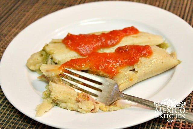 tomatillo-green-salsa-tamales