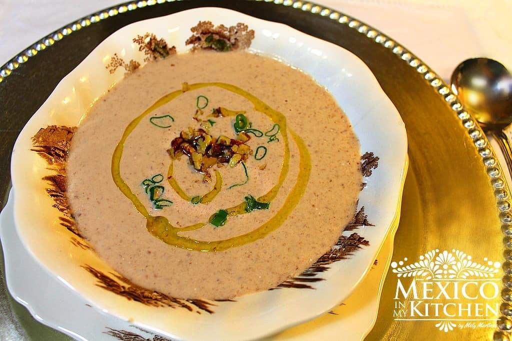 Cream of pecan Soup Mexican - Crema de Nuez