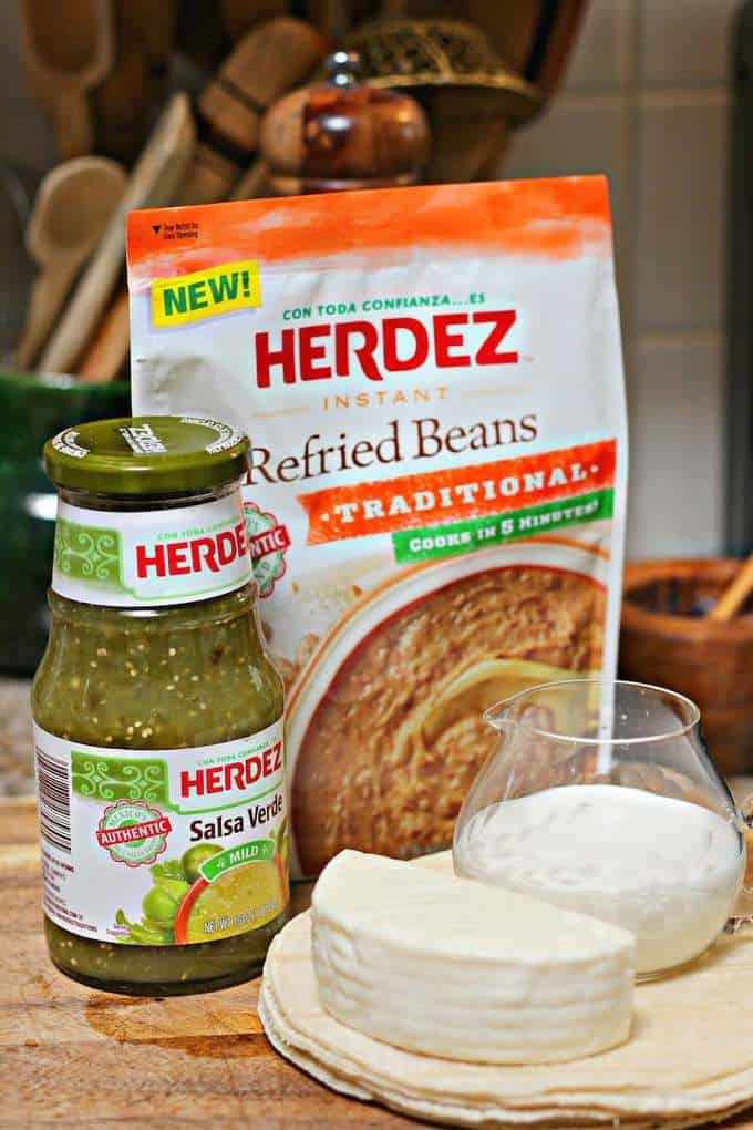 Herdez Pinto Beans And green salsa