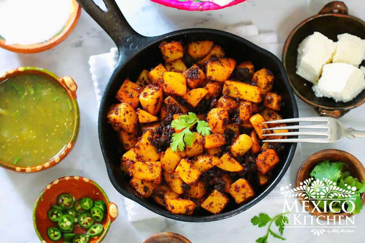 papas con chorizo - chorizo con papas a mexican dish