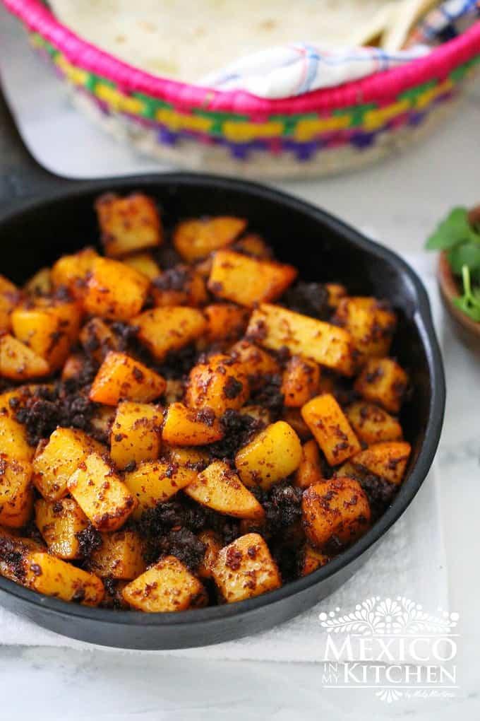 Papas con chorizo- potatoes recipe - 2 Mexican recipe for fillings like gorditas, tacos, burritos and more.