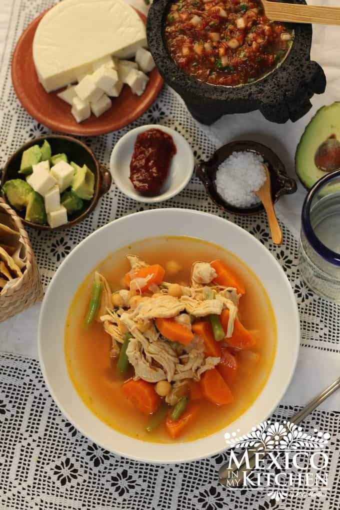Caldo tlalpeño chicken vegetables soup mexican recipe - 3