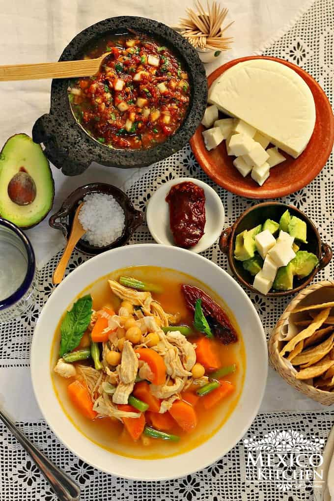 Caldo tlalpeño chicken vegetables soup mexican recipe - 4