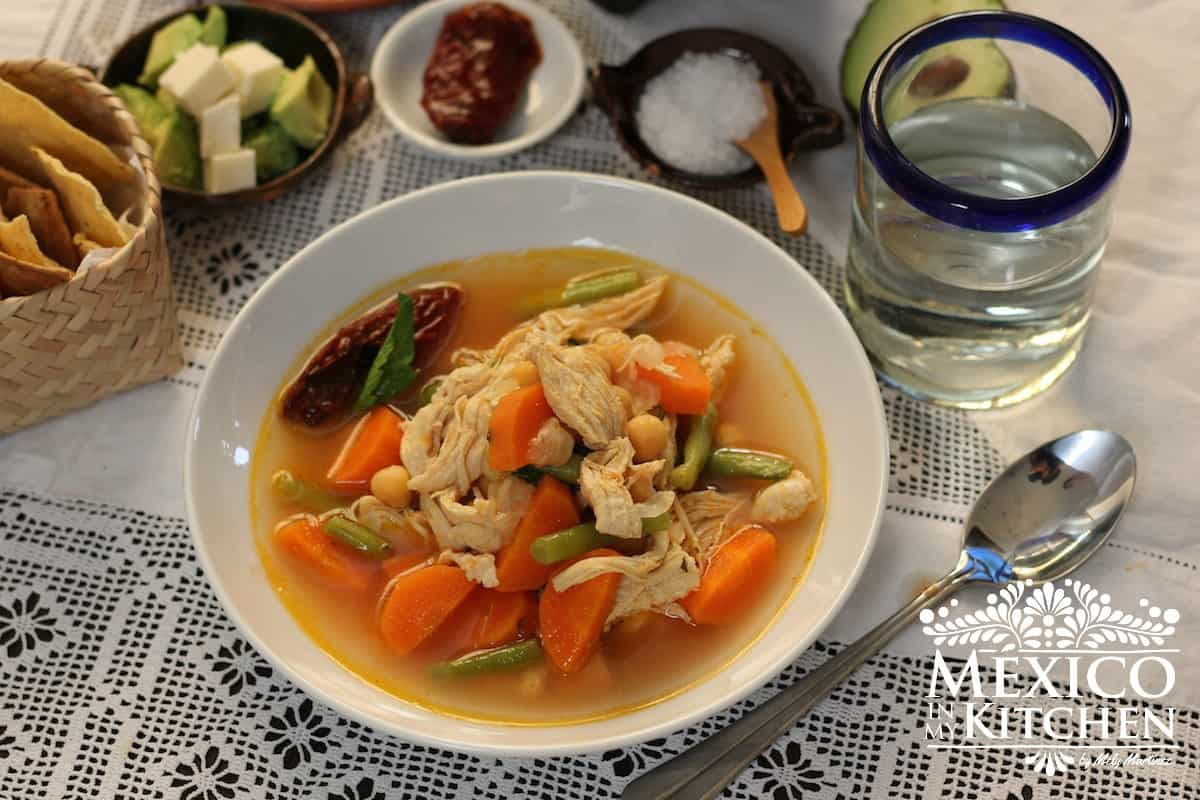 Caldo tlalpeño chicken vegetables soup mexican recipe - 2