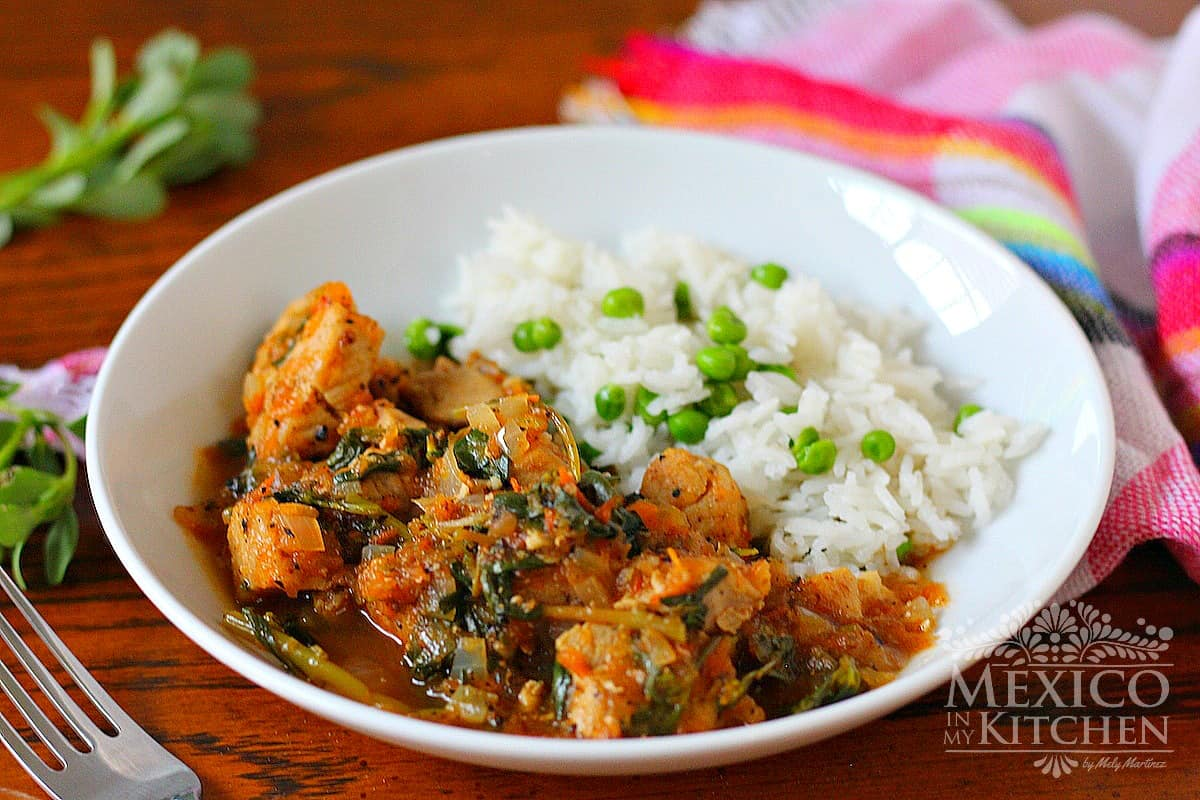 Pork stew with purslane in tomato sauce served with rice