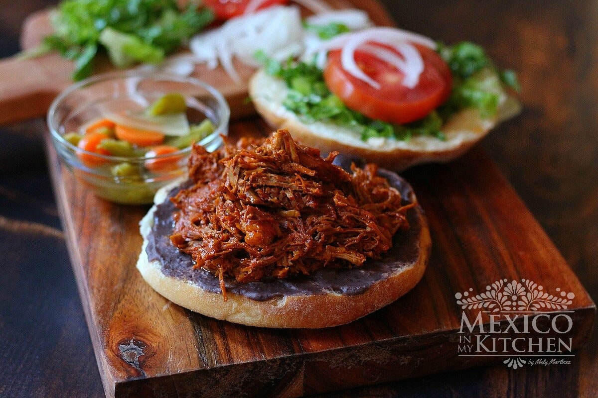 Pulled pork sandwich achiote
